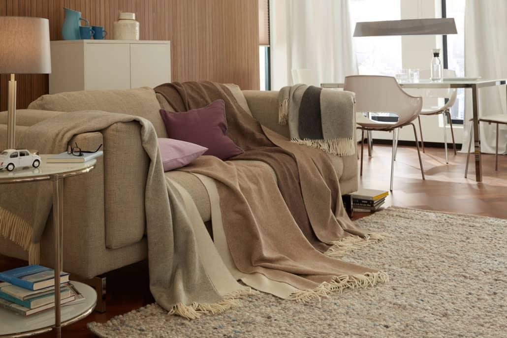 plaids und decken walter schrott raumausstatter in. Black Bedroom Furniture Sets. Home Design Ideas